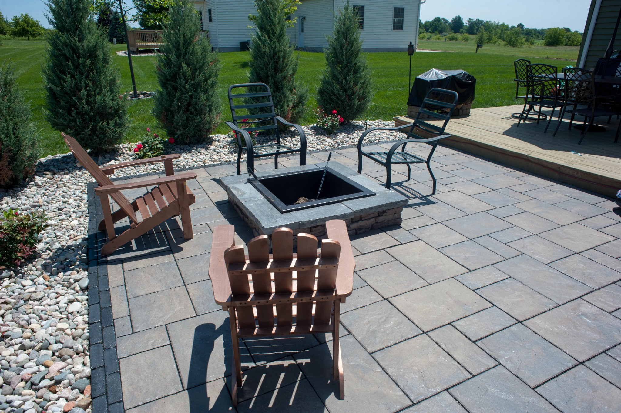 Surrounded Fire Pit (4 of 5)